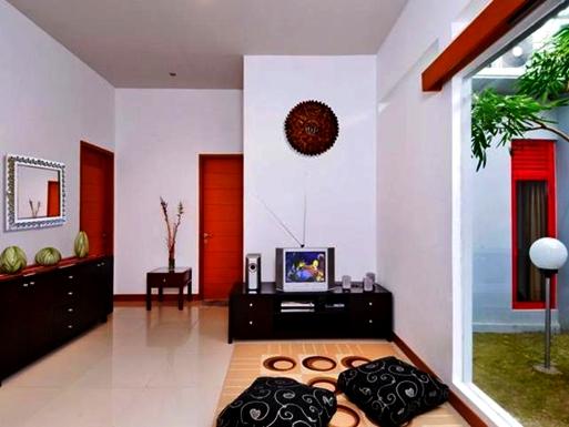 Gambar Dekorasi Ruang Tamu Kecil Tanpa Sofa atau Kursi