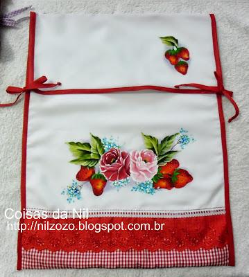 porta-forma com pintura de morangos e rosas