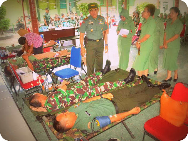 Donor Darah Sambut HUT Korem 152 Babullah dan Persit ke 72
