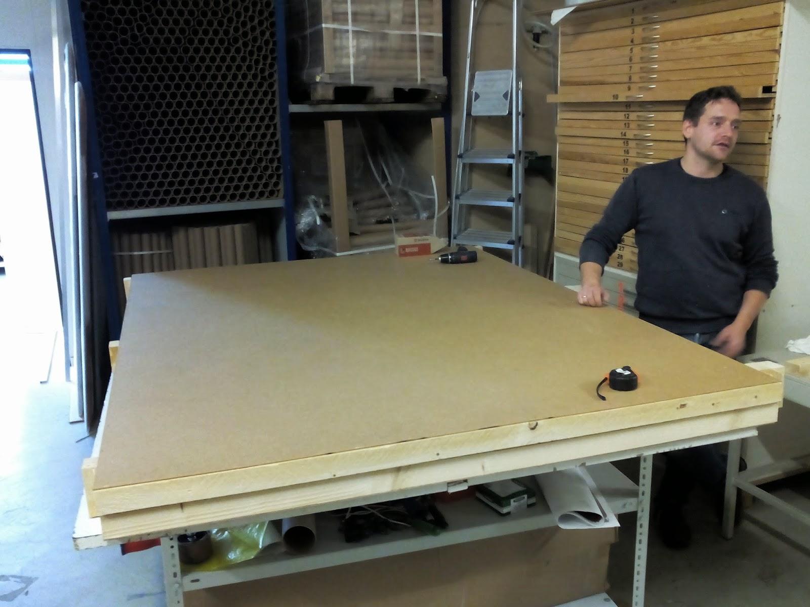 Conditionnement des très grands tableaux dans des caisses en bois