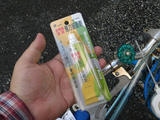 台湾の接着剤