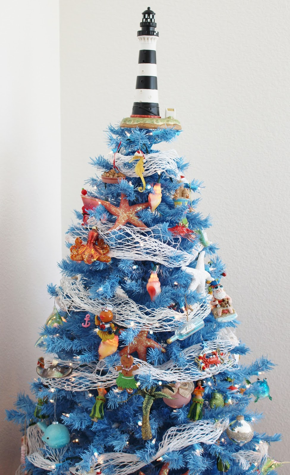 Beach Themed Christmas Ornaments.Beach Theme Holiday Coastal Christmas Tree Sand And Sisal