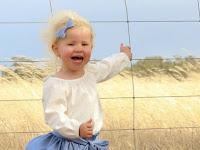 Mengerikan, Ada Temuan Mematikan di Dalam Foto Anak Ini