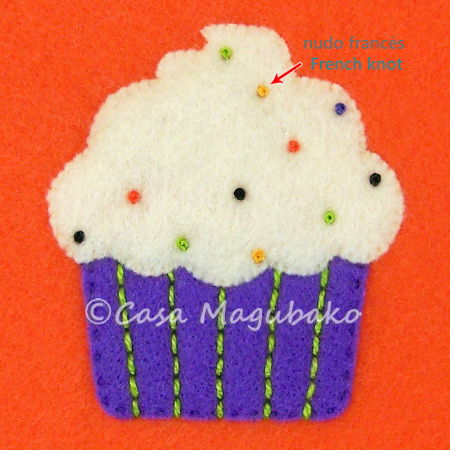 Cupcake Treat Bag Tutorial - Embroidering Icing by casamagubako.com