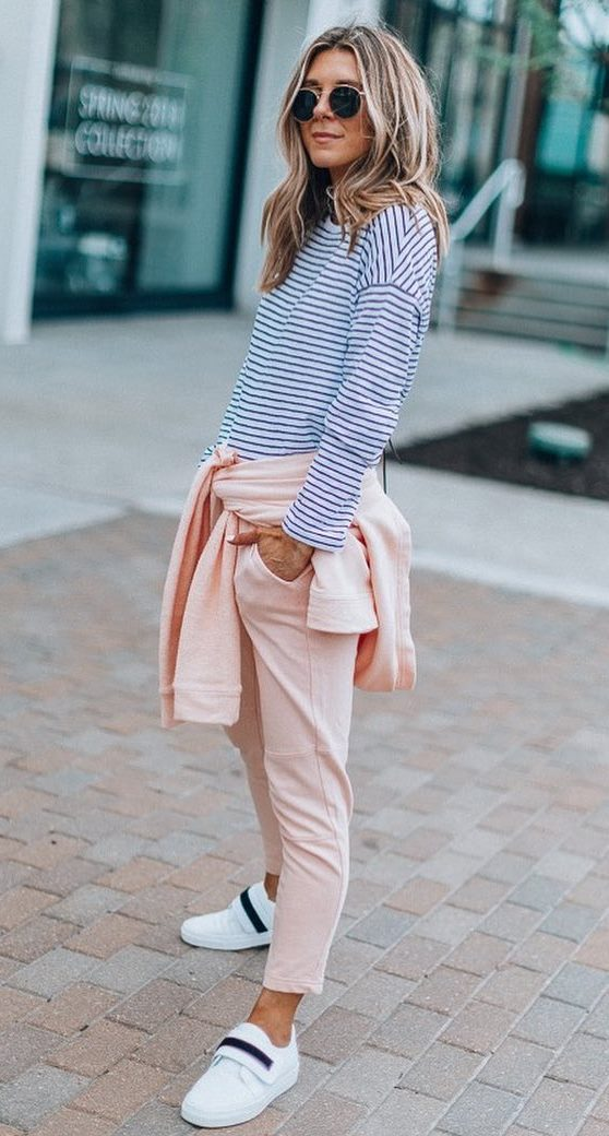 casual outfit inspiration / striped top + sweatshirt + pink pants + sneakers
