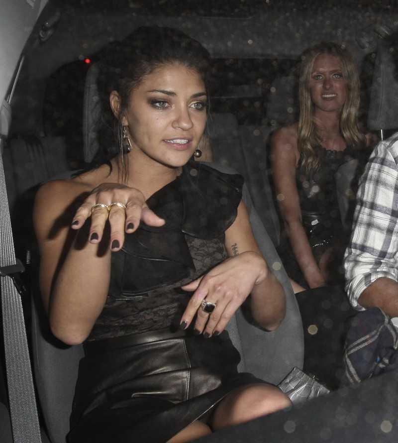 jessica alba inside a car