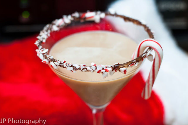 chocolate covered candy cane, christmas cocktail, whipped vodka, Godiva chocolate liqueur, peppermint schnapps, chocolate syrup, candy canes