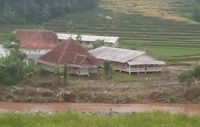 Masya Allah, Masjid Ini Selamat Dari Banjir Garut