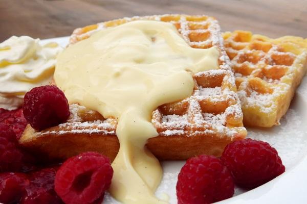 https://pixabay.com/en/waffles-belgian-belgischewaffel-eat-1760799/