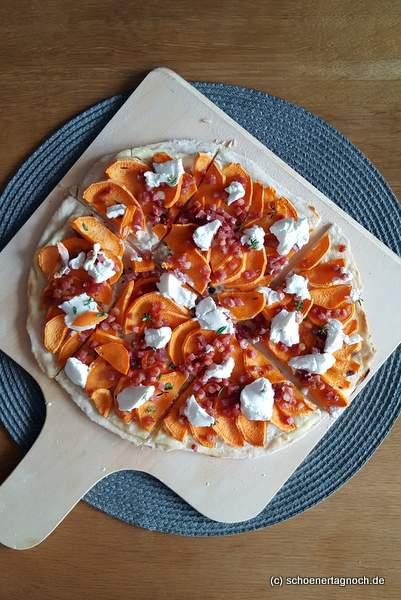 Süßkartoffel-Flammkuchen mit Speck und Ziegenfrischkäse