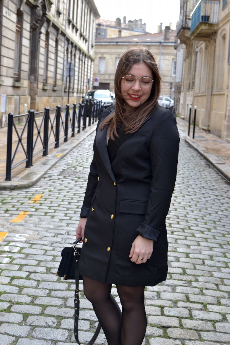 robe blazer noir Missguided, bottines zippé devant Stradivarius, sac The Kooples