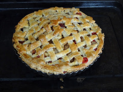 Pear, apple & strawberry pie