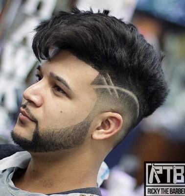 potongan rambut dengan garis pinggir