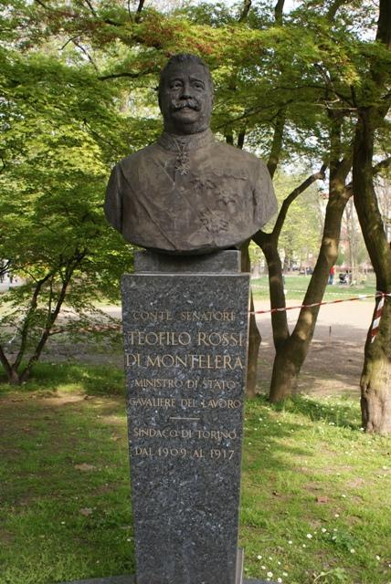 Immagine: Busto e targa di Teofilo Rossi di Montelera