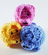 http://www.ravelry.com/patterns/library/juggling-pigs-2