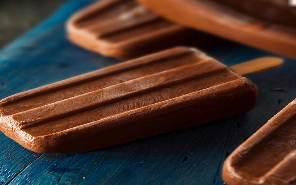 Receita de picolé de chocolate com 5 latas (Imagem: Reprodução/Organics News Brasil)