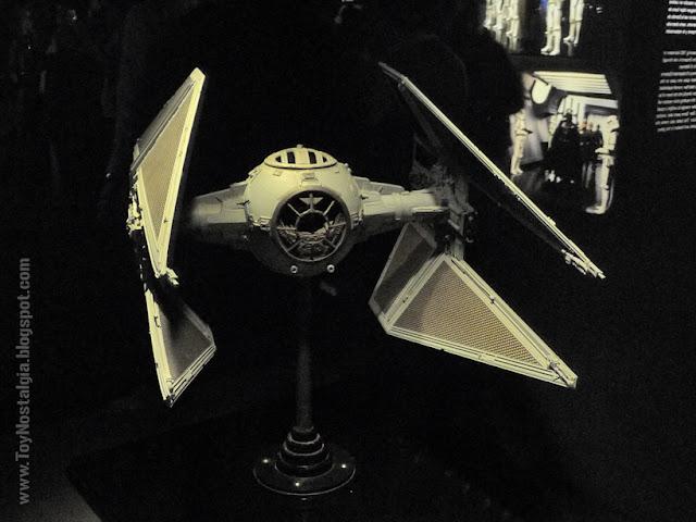 """Modelo en miniatura - TIE Interceptor  """"Episodio VI - The Return Of the Jedi""""  (STAR WARS - The Exhibition)"""