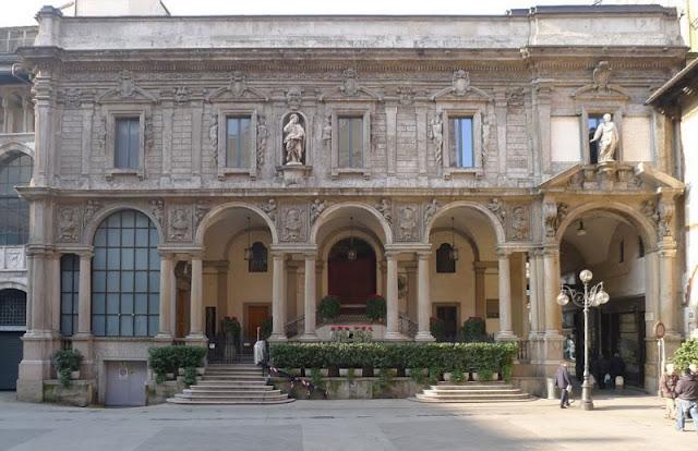 Palazzo delle Scuole Palatine na Piazza Mercanti em Milão