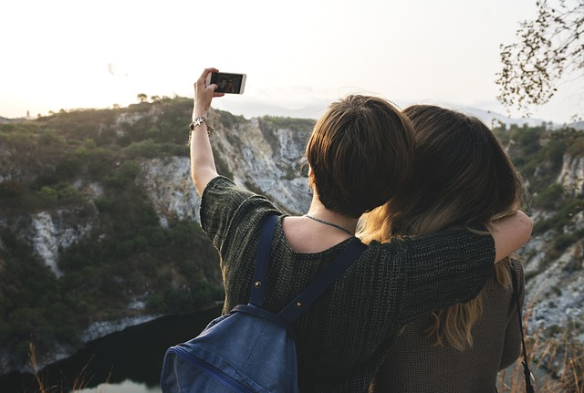 https://www.instacapt.com/2019/03/captions-for-selfies.html