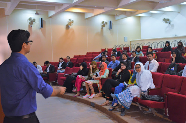 Syed Faizan Ali Giving workshop to students.