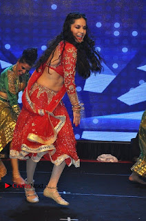 Bollywood Actress Model Sunny Leone Dance Performance in Red Half Saree at Rogue Audio Launch 13 March 2017  0072.jpg