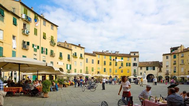 Piazza dell'Anfiteatro em Lucca