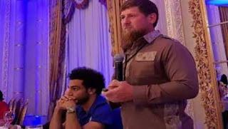 الرئيس  الشيشاني رمضان قديروف يهدي محمد صلاح حق المواطنة الشيشانية