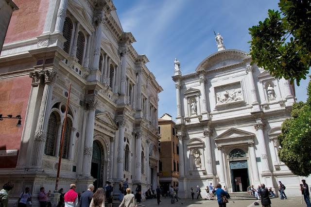 Entrada da Igreja de São Roque em Veneza
