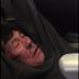 CMPARTE - Video – Un pasajero es arrastrado fuera de un avión