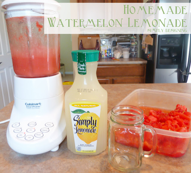 Homemade Watermelon Lemonade - fresh homemade watermelon lemonade! So delicious and so refreshing! Perfect drink for summer! #recipe #drinks #lemonade #watermelon