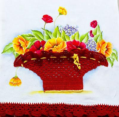 cesta de croche com papoulas pintadas