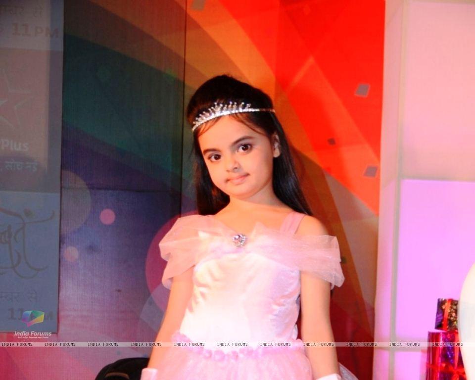 Foto Ruhanika Dhawan_Pemeran Ruhi Raman Bhalla_Serial Mohabbatein ANTV_Cantik Imut Cerdas_dua tiga