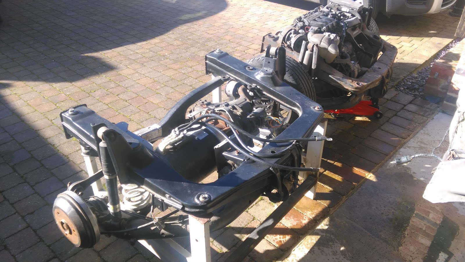 Smart Roadster - Conversion to electric car: The EV sub-frame is in!