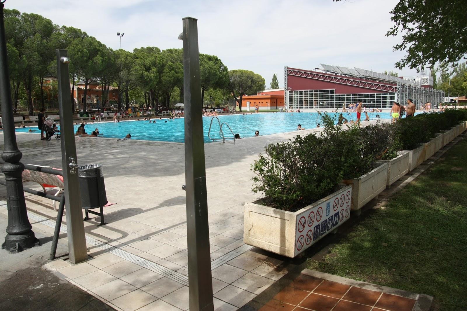 Nudismo en la piscina de aluche 30 de julio de 2017 for Piscina municipal fuenlabrada 2017