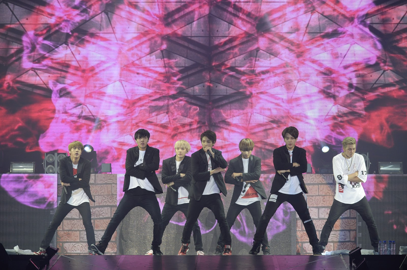"[Exclusive] BTS Concert in Hong Kong: World tour ""Episode"