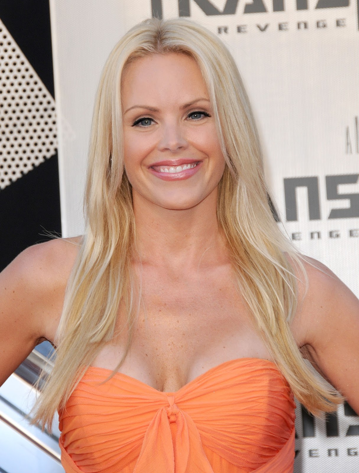 Gena Lee Nolin Hot Cleavage HQ Photos at Premiere Of DreamWorks' Transformers Revenge of the ...