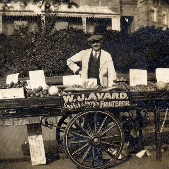 41 fantastic photos that document everyday life of people during edwardian time
