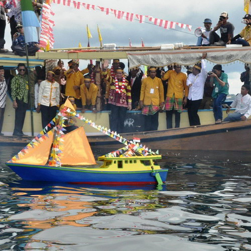 Tinuku Travel Mappanretasi Feast an annual thanksgiving ritual every April in Bugis tribe giving offerings to sea