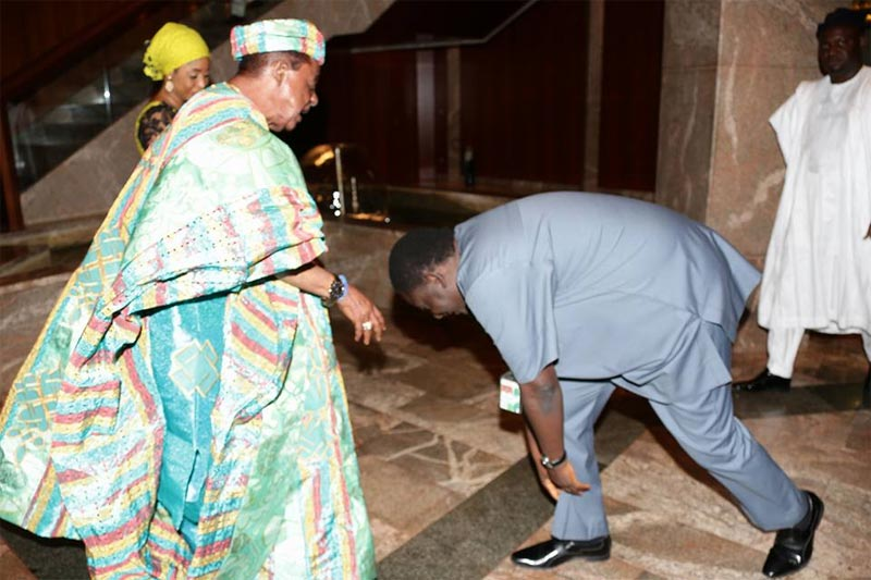 Buhari's Media aide Femi Adesina prostrates for Alaafin of Oyo
