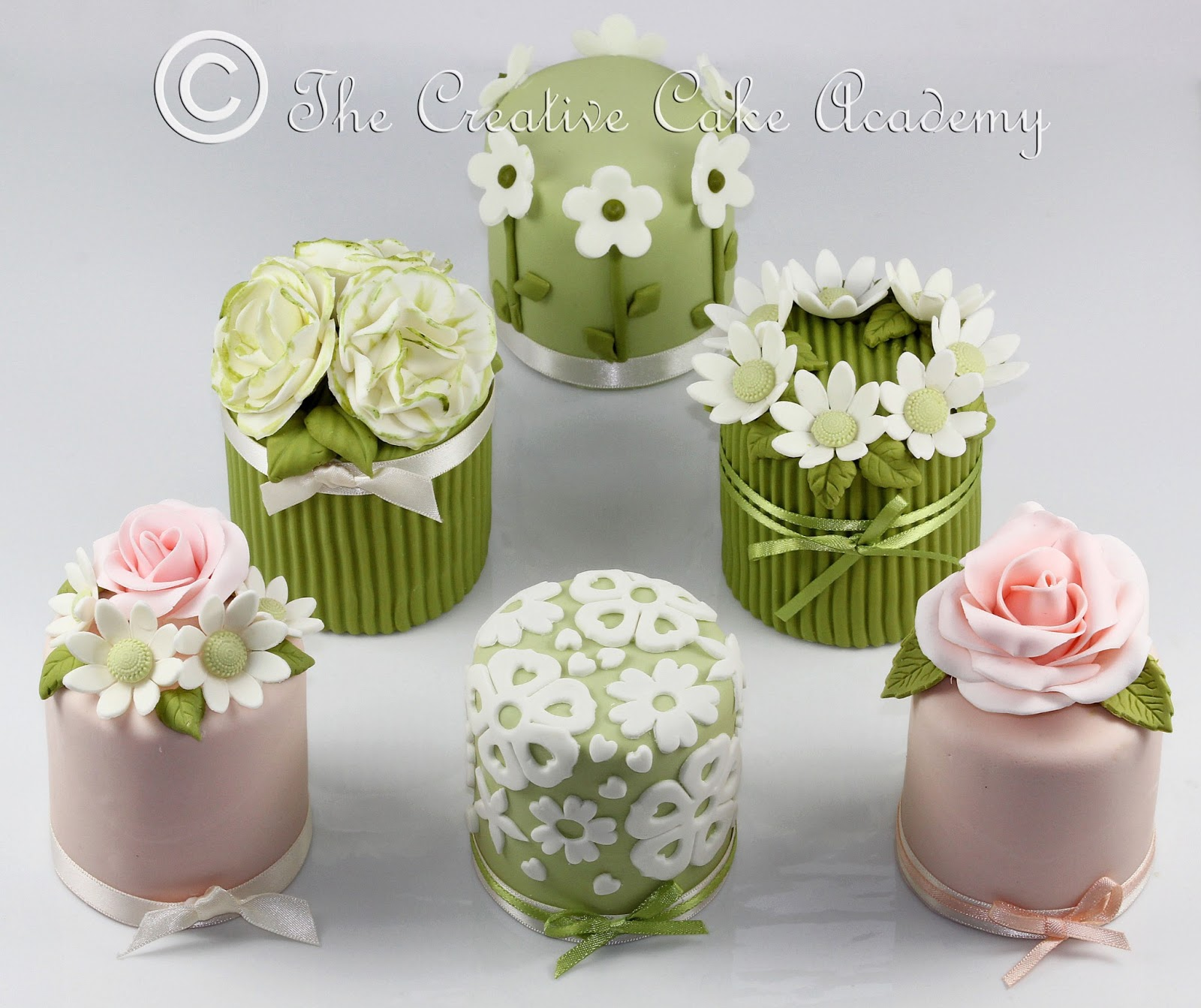 The Creative Cake Academy Mini Cakes Flower Collection