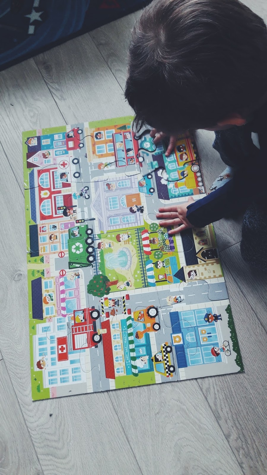 Trefl Giga puzzle - w miasteczku