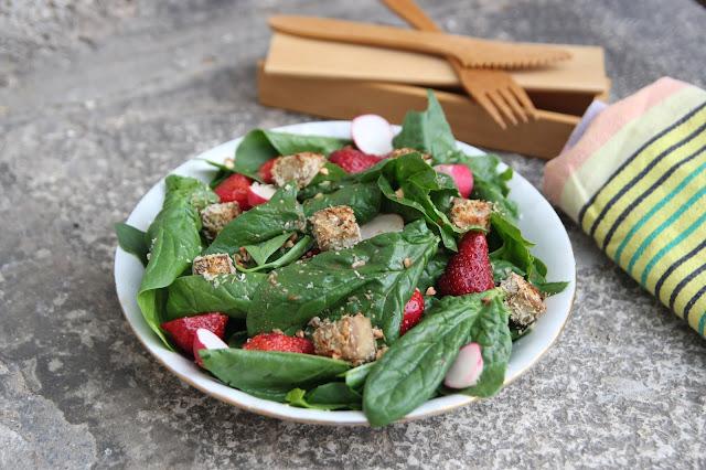 https://cuillereetsaladier.blogspot.com/2018/05/salade-epinards-fraises-et-tofu-pane-la.html