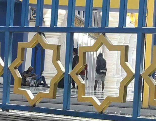 Gila, Anak Punk Mesum Di Masjid