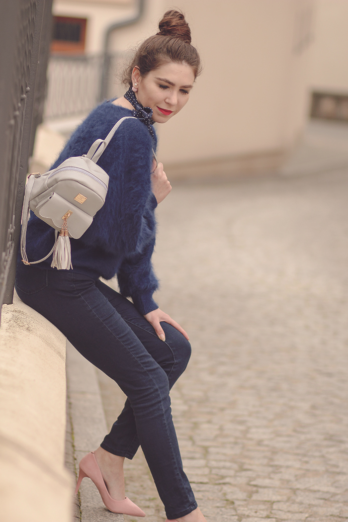 gray bacpack, classic, jeans, pink heels, bun, red lips, oversize sweater, outfit, fashion