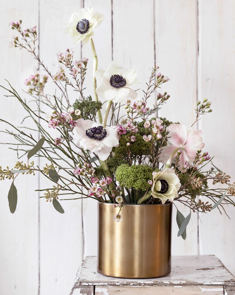 Kukka-asetelma, Anemone, vahakukka, eykalyptus, Visualaddict, valokuvaaja, Frida Steiner, kukat, kukkia, asetelma, kevät, kukkakuvaus, Huiskula, mustikanvarvut, photography, flowerpower
