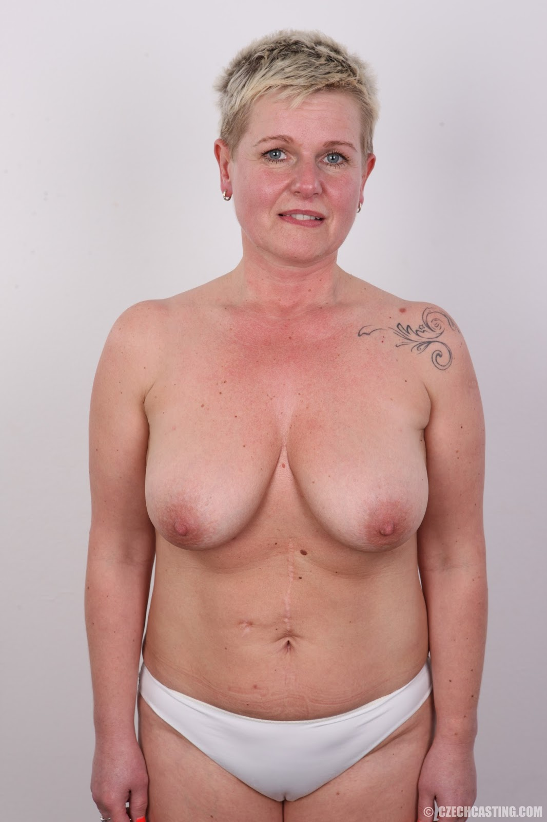Mom blonde milf rubs more than just his back 4