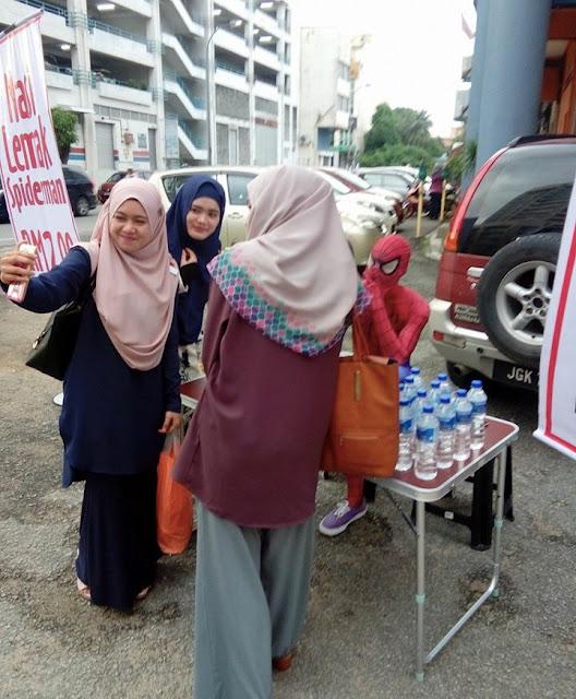 'Spiderman Kelantan' Jual Nasi Lemak
