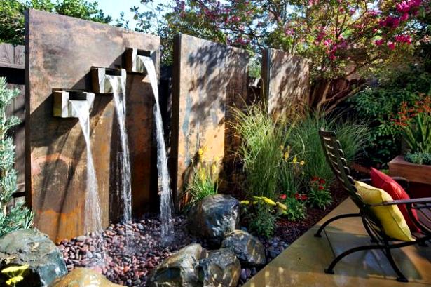 10 Desain Taman Belakang Dengan Kolam Air Terjun Mini Yang Mengagumkan - 001