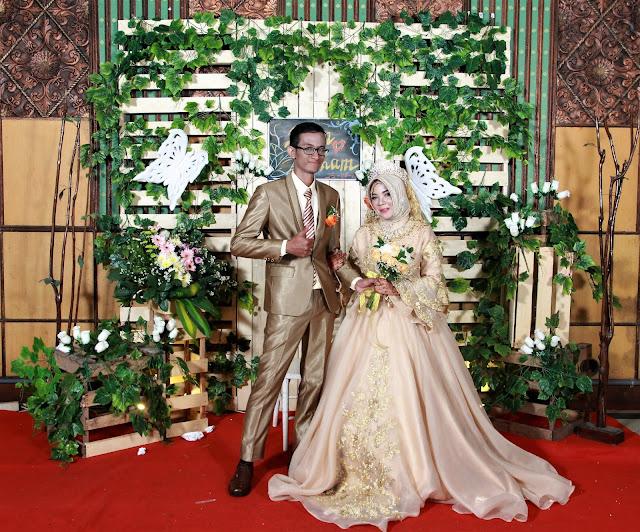 (024) 724 844 13 (Kantor) / 0856-9696-8672 (M3) / 0821-3867-4412 (TSEL) || Jasa Photobooth Wedding Semarang || Dian & Ilham.