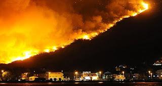 en Croatie  les flammes ont atteint la banlieue de Split